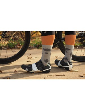 Q36.5 has five different socks, from ultra light to winter wool. This Plus sock combines merino, silk, polyamide and elastane