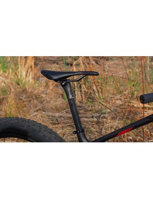 The Bontrager RXXXL carbon post is feathery light but a dropper post would be more useful in many situations