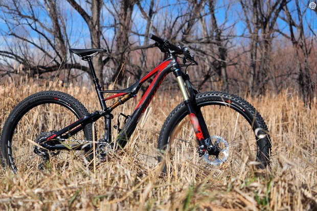 Big 3in-wide tyres promise to elevate the performance of the Specialized Stumpjumper FSR Expert 6fattie even higher than the standard version