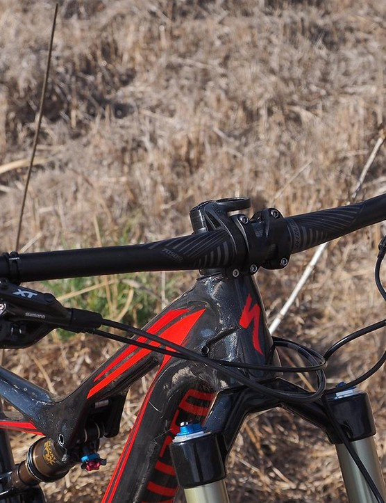 The flat alloy handlebar is usefully wide at 750mm