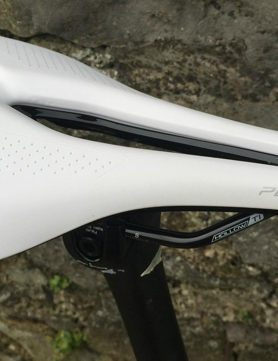 The Body Geometry Power Expert saddle features a long, wide central channel, hollow Ti rails and support for a more aggressive riding position