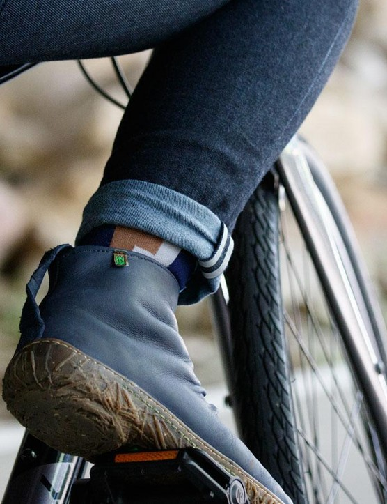 The reflective tabs near the ankles is a welcome addition and look good off the bike too