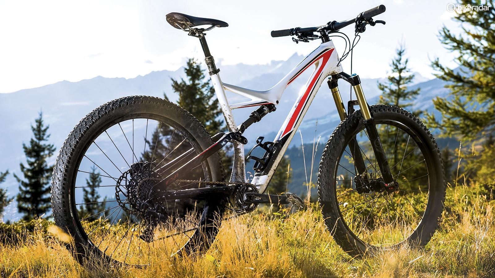 Specialized's Stumpjumper FSR Comp Carbon 6Fattie is a juggernaut compared with its sprightly 650b trail sibling