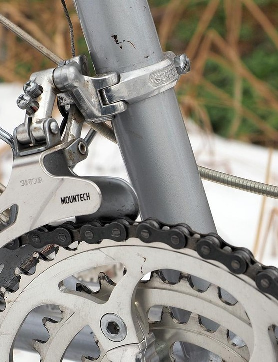 The Suntour Mountech derailleurs still move well despite their age