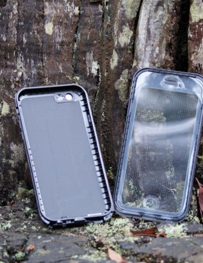 The Dog and Bone Wetsuit Impact case claims to be the world's thinnest waterproof and impact protected smart phone case. Our sample is for a Iphone 6S/6