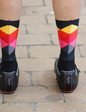 With a fabric similar to that of a high-end bib shorts leg gripper, the socks stay firmly in place while offering a smooth surface to the wind
