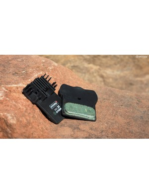 Some disc brake pads incorporate cooling fins to help dissipate heat on long descents. Excess heat can boil hydraulic fluid and lead to a loss of braking power