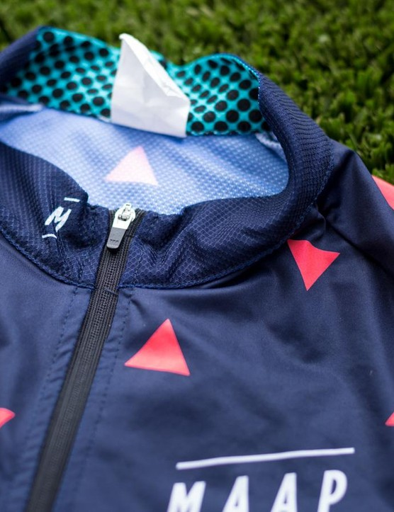 The collar is lightweight and doesn't pinch or choke. The YKK zipper is also a nice touch