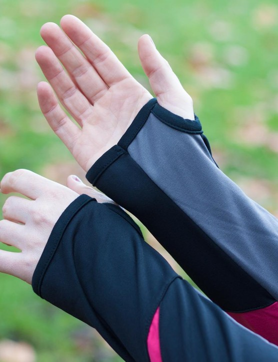 The sleeves incorporate thumbholes, which are great for keeping them in place and preventing cold air sneaking up your arms