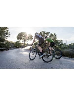 Baden Cooke and BikeRadar's Jamie Beach riding the new Factor One
