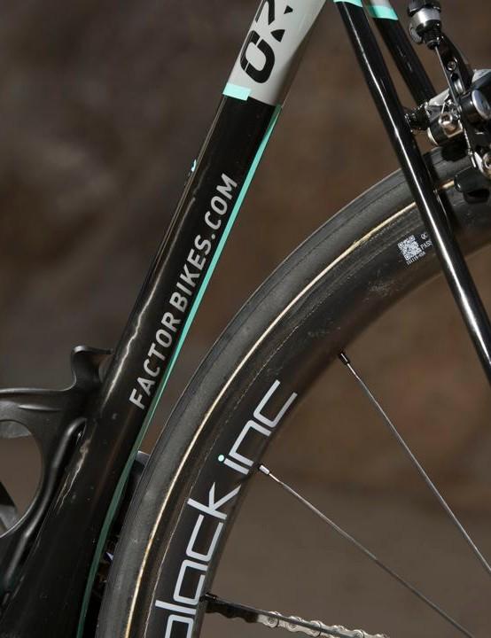 The Factor O2 runs on 30mm deep Black Inc wheels