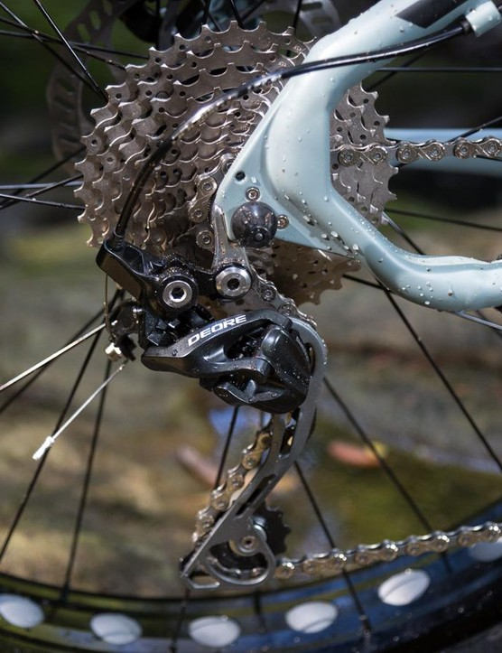 At the back you get a Deore deraileur, albeit a clutchless one. Although it's too much to ask for the bike's price, a clutch-equipped derailleur reduces chain slap and improves chain retention