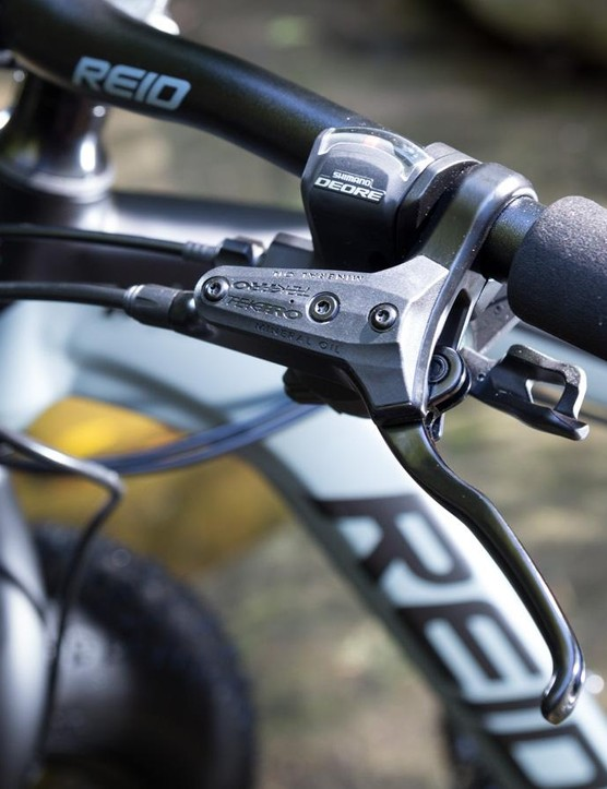 The Tektro brake levers are quite long in reach and may cause trouble for those with smaller hands
