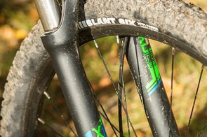 The Suntour XCR fork has 32mm legs, a remote lockout and adjustable rebound…