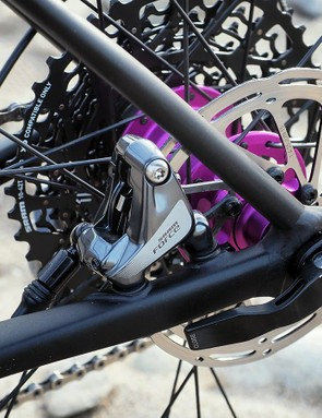 The rear end of the Slate incorporates a new flat-mount disc brake interface and 142x12mm thru-axle dropouts. Cannondale produces the disc mount as a wholly separate aluminum bit that supposedly weighs just 8g, and then quite cleverly brazes it in place for an ultra-strong union to the chainstay