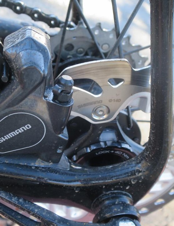 The specially shaped rear disc-side seatstay offers maximum clearance for both caliper and rotor
