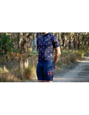 The Arrows jersey and Team bib shorts are definitely based around a race cut