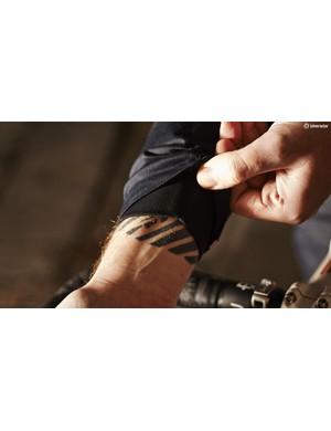Discreet Lycra inner cuffs block wind well