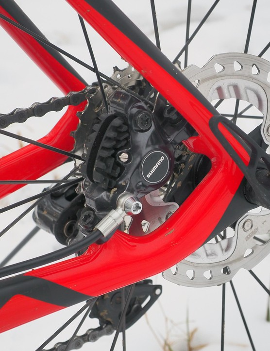 The rear brake sticks to the tried-and-true post mount standard – for now