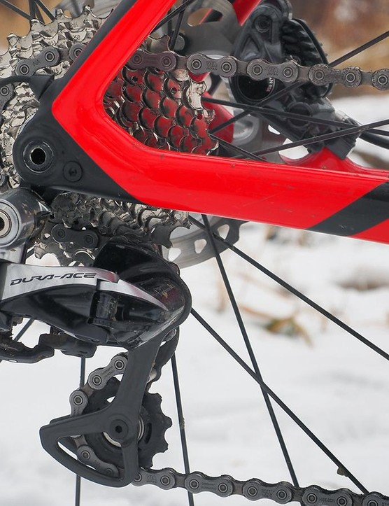Unfortunately, Felt uses the standard Shimano Dura-Ace Di2 rear derailleur, which doesn't have a clutched pulley cage to keep the chain from bouncing around. A short-cage XTR Di2 derailleur would have been a better choice