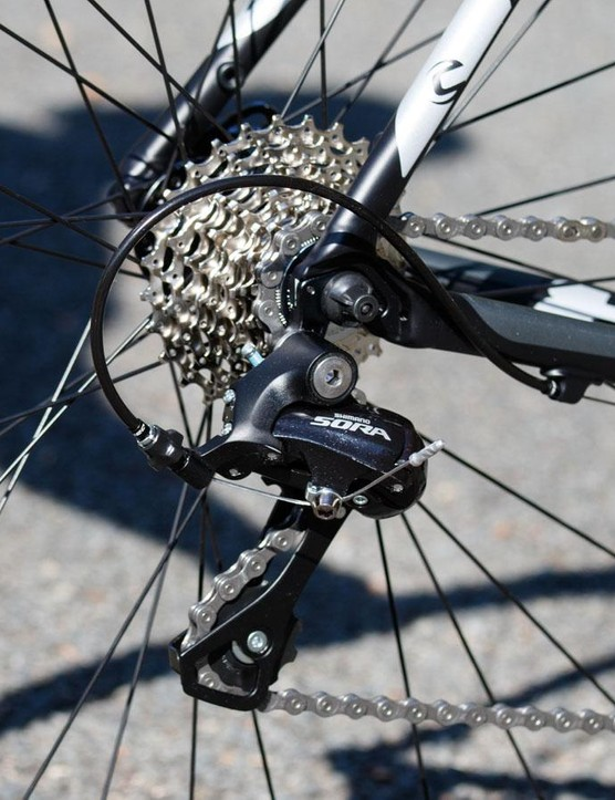 As a more race-focused ride, the Cannondale CAAD8 features a 12-27t cassette