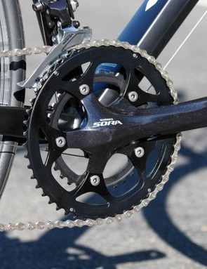 The Giant Defy uses a full Shimano Sora transmission. The front shifting quality is superb