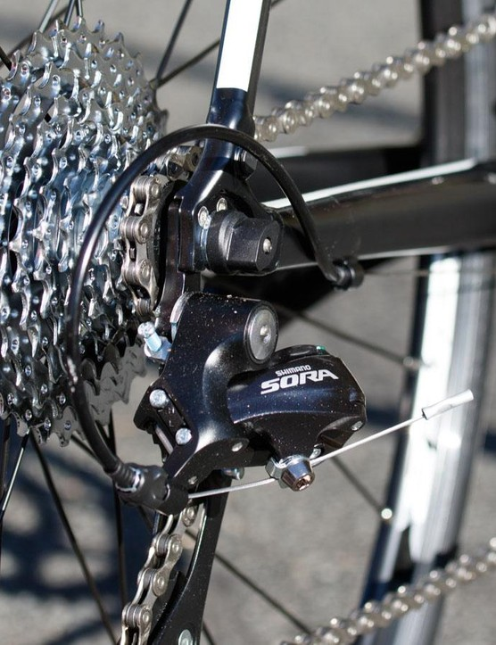 Another view of that full Shimano Sora transmission. Note the big range 11-32t cassette that will conquer the meanest of mountains