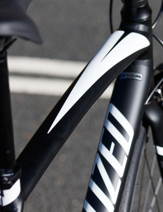 There's plenty of hydroforming in this frame – look at that tapering top tube