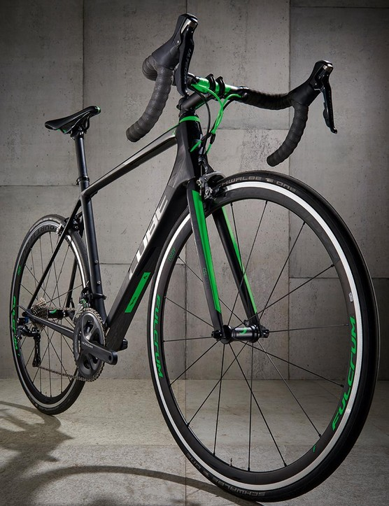The 'carbon 'n' green'-liveried frameset boasts some chunky pipework