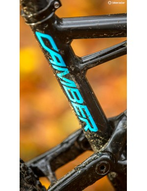 The kinked seat tube keeps the rear end short but means you can't drop a normal post far into the frame. A dropper would be our first upgrade