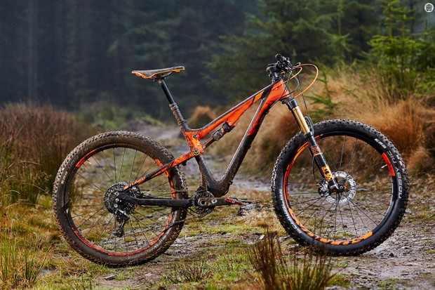 Scott's Genius 700 Tuned Plus is a whole lot of fun, but it's a seriously expensive proposition