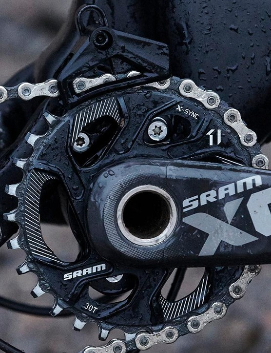 A 1x11 SRAM transmission provides simple, reliable shifting
