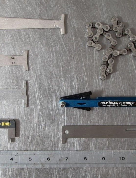 There are many tools on the market to measure a chain, but many of them work in a similar way