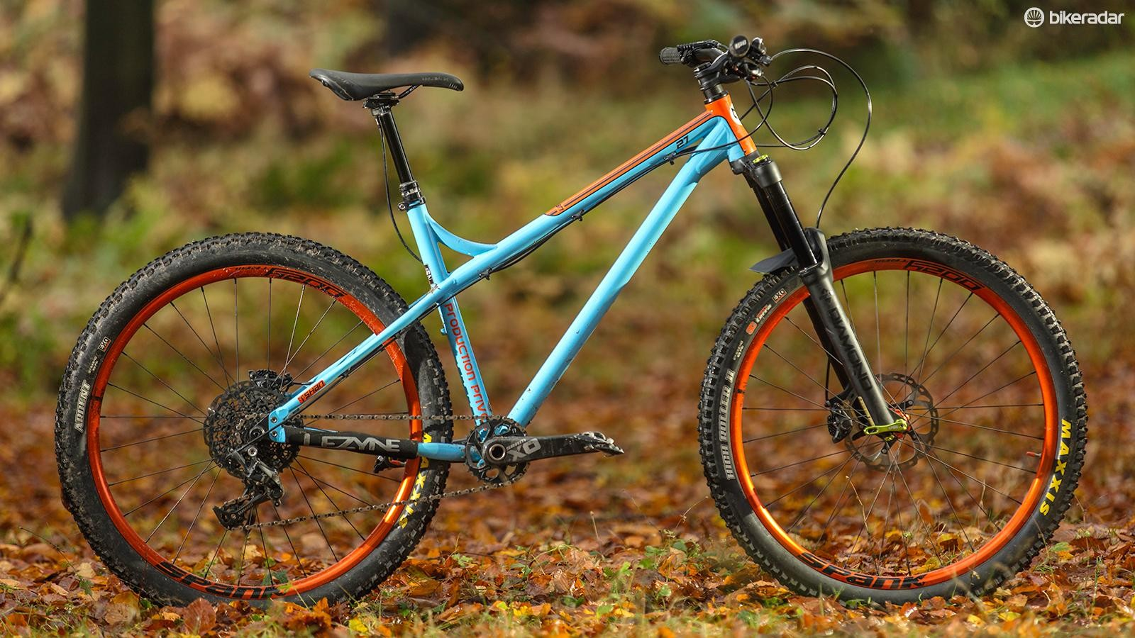 With a 160mm fork and Le Mans inspired paint job, the Production Privee Shan really stands out