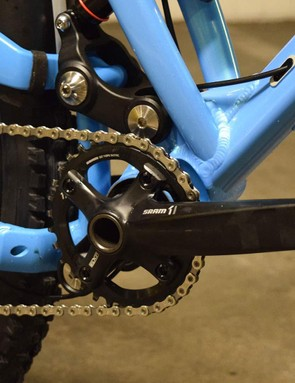 The Evolink's suspension features a concentric pivot located at the bottom bracket