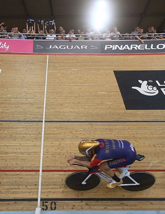 Sir Wiggo smashes the Hour record at London's Lee Valley VeloPark