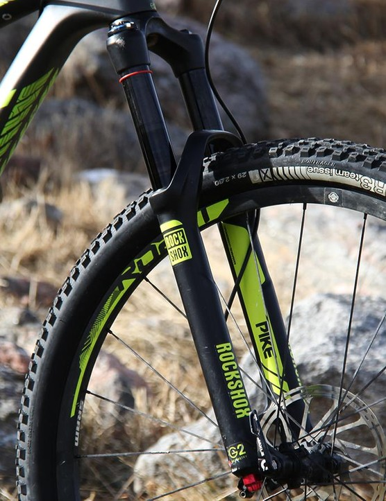 Upfront the Remedy 9.9 29 comes with a 140mm RockShox Pike