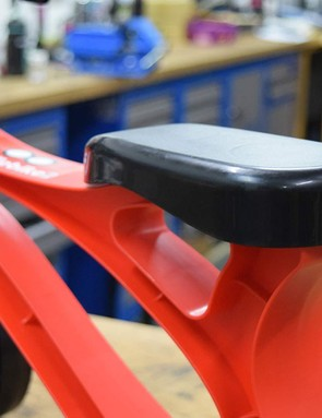 The seat height is fixed at 20cm (7.87in), although smaller riders can sit on the slightly lower top tube of the frame