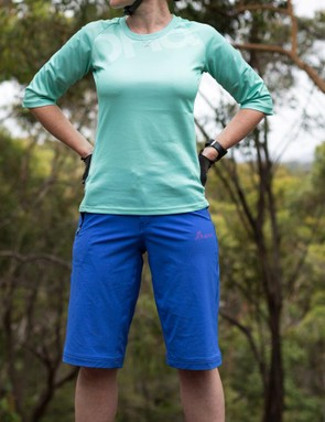 Dharco clothing is an Australian mountain apparel brand with surf inspiration. We have the women's Gravity shorts and 3/4 Trail jersey in for review