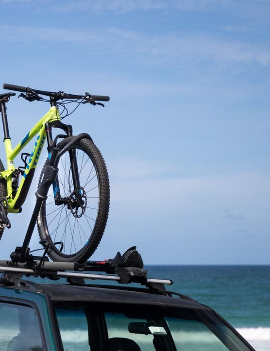 Not so new, the Thule 594XT Sidearm rack doesn't touch the frame at all