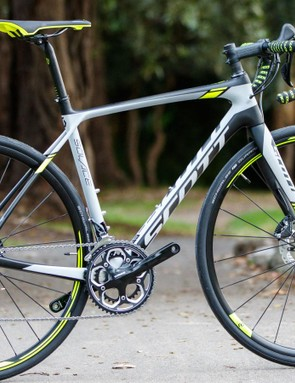 The 2016 Scott Solace 10 Disc is a performance-inspired endurance bike