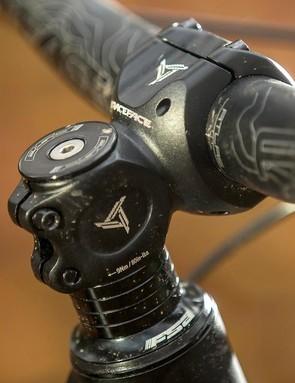 An 800mm wide, 35mm diameter Race Face Atlas bar locks down steering leverage