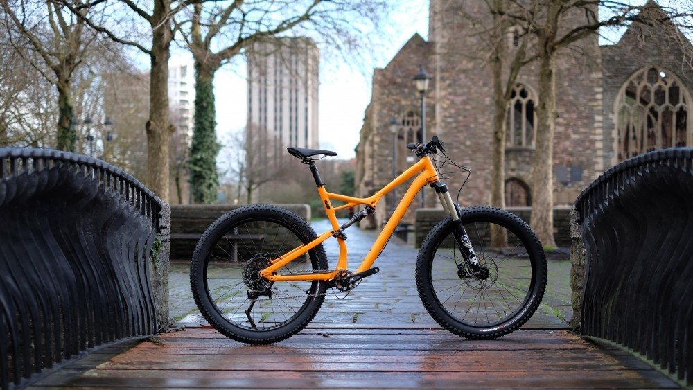 The Stumpjumper FSR Comp 6Fattie comes at a $600 premium over the regular 650/29in Stumpjumper FSR Comp