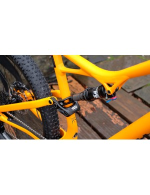 The 437mm chainstay length of the plus bike is the same measurement as that of the 29in Stumpy