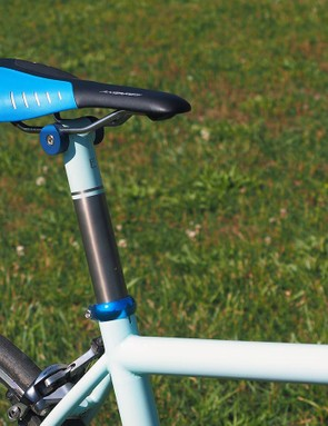 The titanium seatpost features a head of Guldalian's own design. The single-bolt head can be easily adapted to titanium or steel, and can be modified for welded or brazed applications