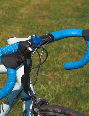 The Fizik Cyrano bars are meticulously wrapped with Fizik bar tape