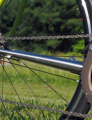 While the frame is primarily made of chromoly steel, the chainstays are made with KVA stainless steel tubes, which allow them to be left raw for durability