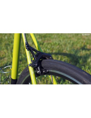 The TRP R979 EQ brake calipers easily wrap around the wide rims and fat 32mm rubber