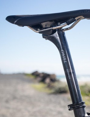 The SL features a sensible 27.2mm carbon seatpost