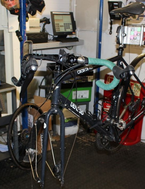 Jamie Beach's Genesis Croix de Fer, mid-cable replacement on the Halfords work stand